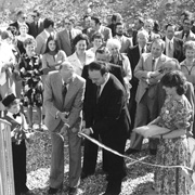 La coupe du ruban lors de l'inauguration officielle en 1978